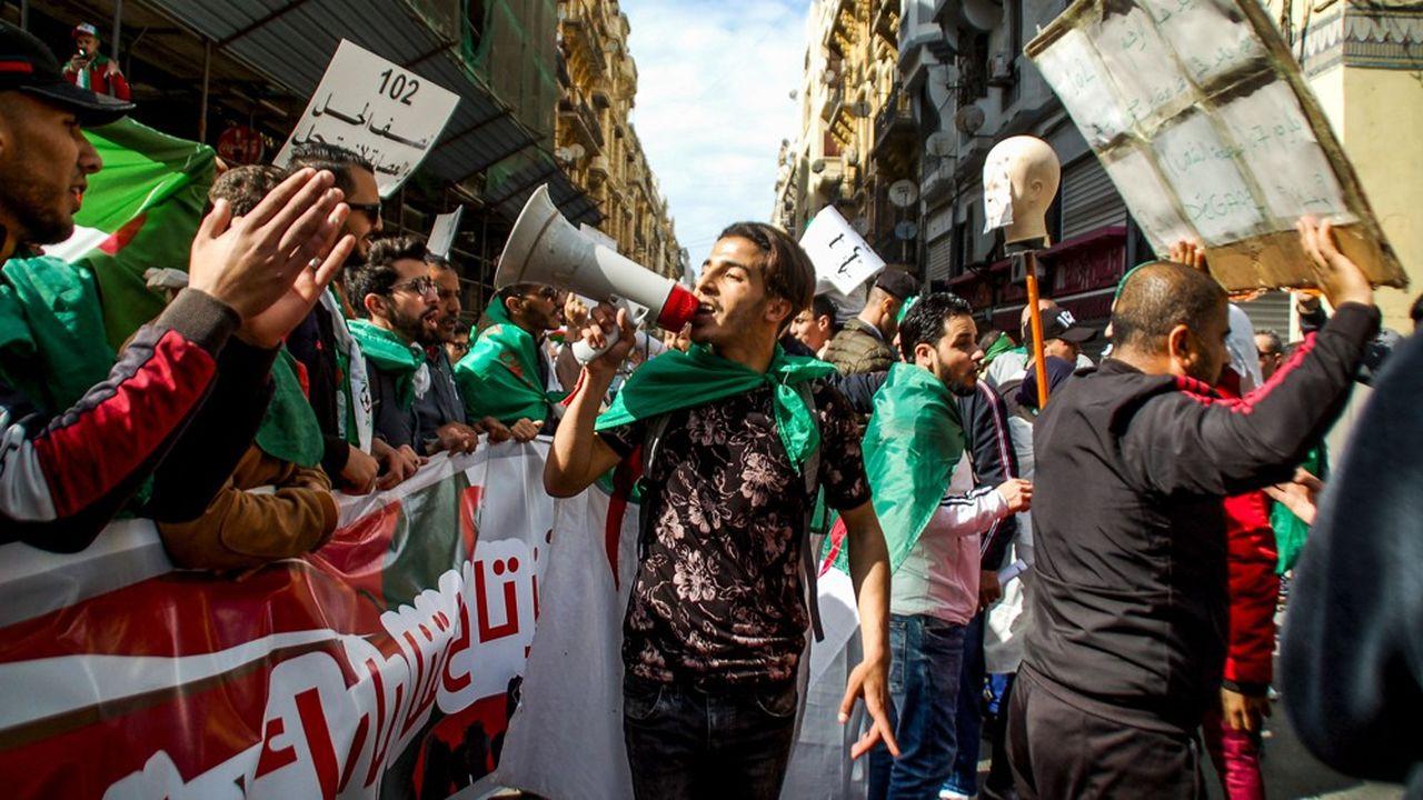 Le 29mars, des centaines milliers d'Algériens manifestaient pour le départ d'Abdelaziz Bouteflika. Mais l'opposition au nouveau pouvoir, décidé à organiser rapidement une élection présidentielle, se poursuit partout en Algérie.