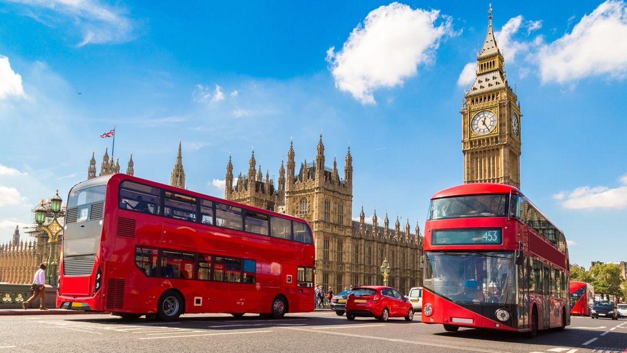 Fournis à Londres lors de sa mandature, les bus rouges de la ville ont été surnommés «Boris bus», en référence à l'ancien maire Boris Johnson.
