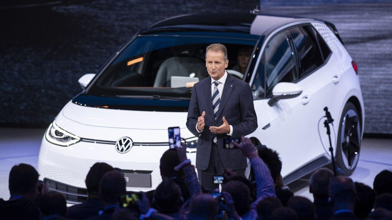 «Herbert fait plus que les autres pour aller vers l'électrique. Le bien du monde devrait prévaloir. Il a mon soutien, pour ce que ça vaut», écrit Elon Musk pour soutenir le patron de Volkswagen.