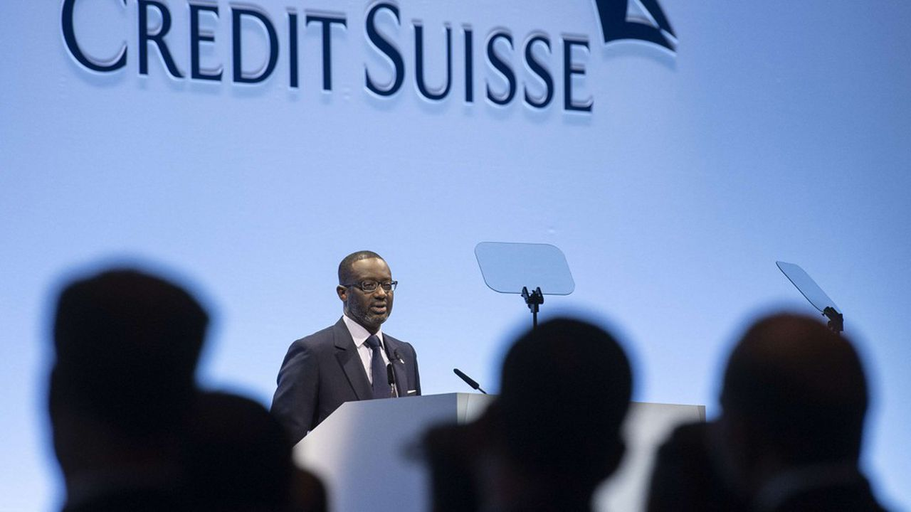 Tidjane Thiam, le patron de Credit Suisse, aurait dénoncé dans une note interne un traitement sensationnaliste de l'affaire, avant que la banque n'indique, mardi, ouvrir une enquête interne.