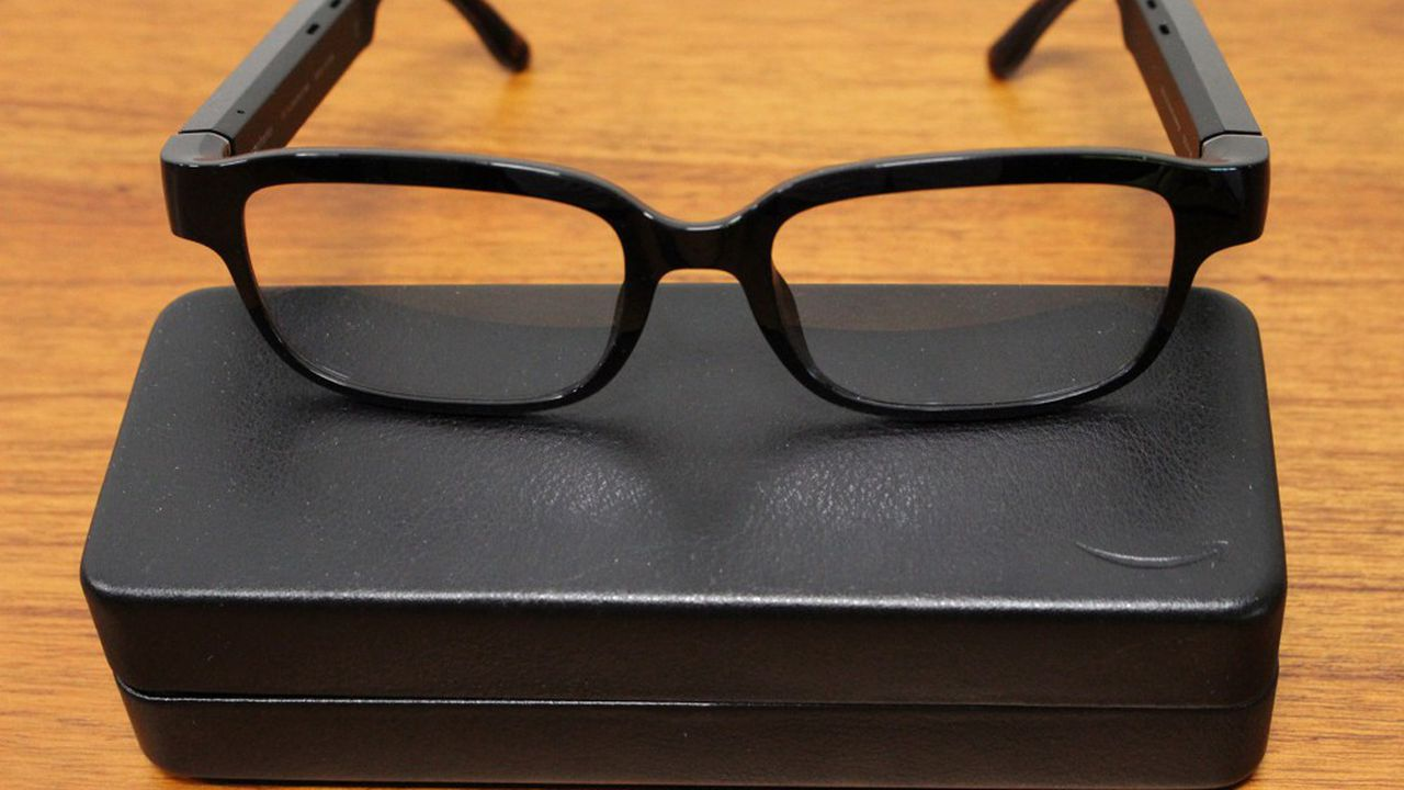 Contrairement à Google, Snap ou Microsoft, les lunettes «Frames» d'Amazon n'intègrent pas de caméra ni d'écran pour le moment, la société préférant se concentrer sur son point fort, la voix.