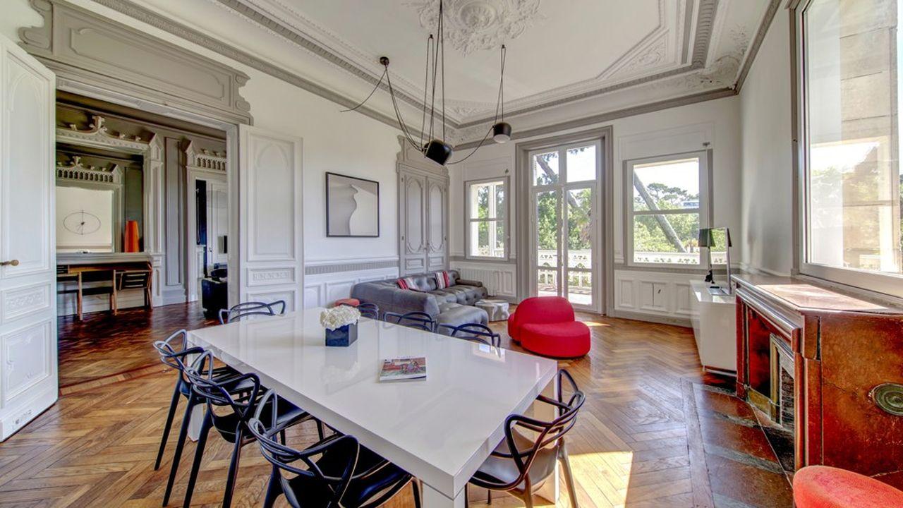 Ce lumineux appartement de 120m2 se situe sur un niveau d'une villa arcachonaise.