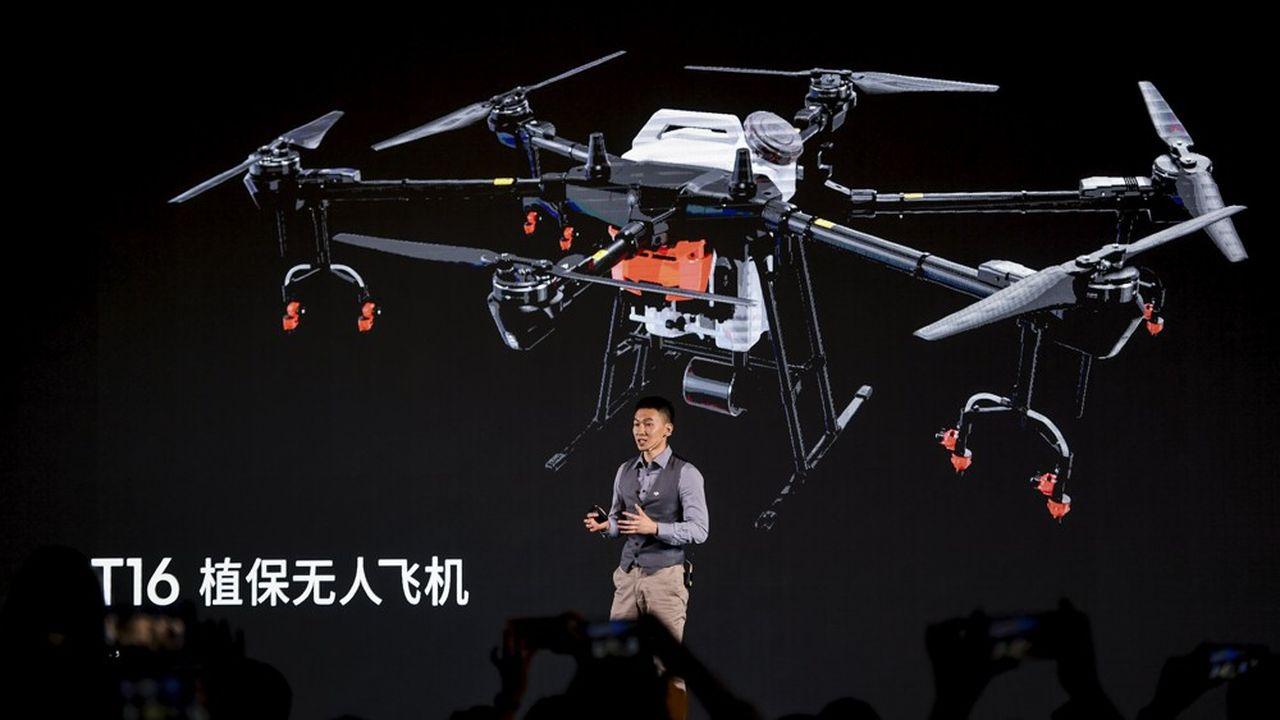 Le nouveau drone d'épandage de DJI est doté d'un réservoirpouvant contenir 16litres de pesticide.