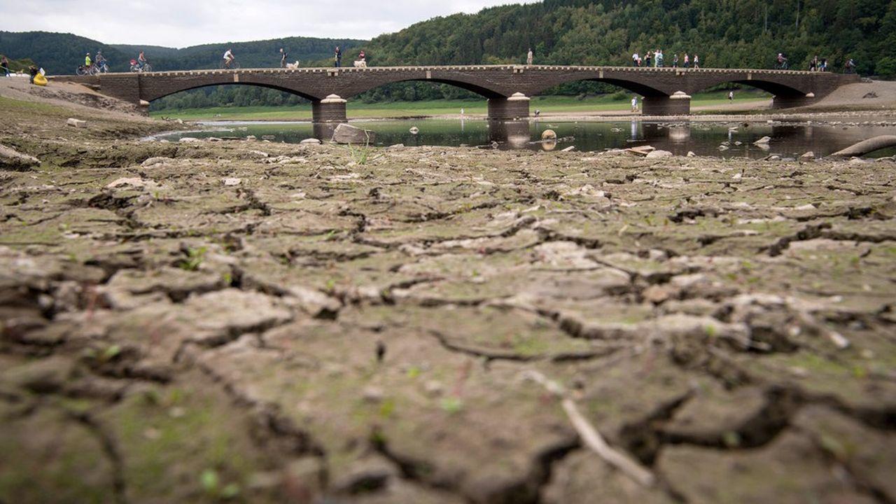 Le lac Edersee, en Allemagne, partiellement asséché en août2018.