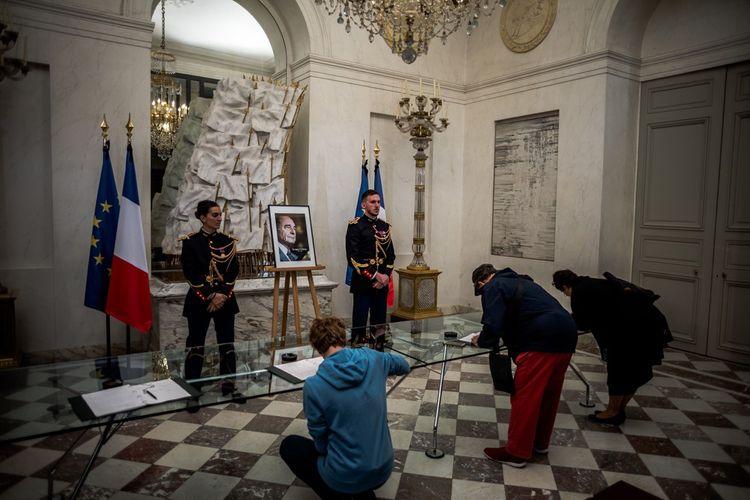 Un recueil de condoléances sera mis à leur disposition dans le vestibule d'honneur du palais de l'Elysée.