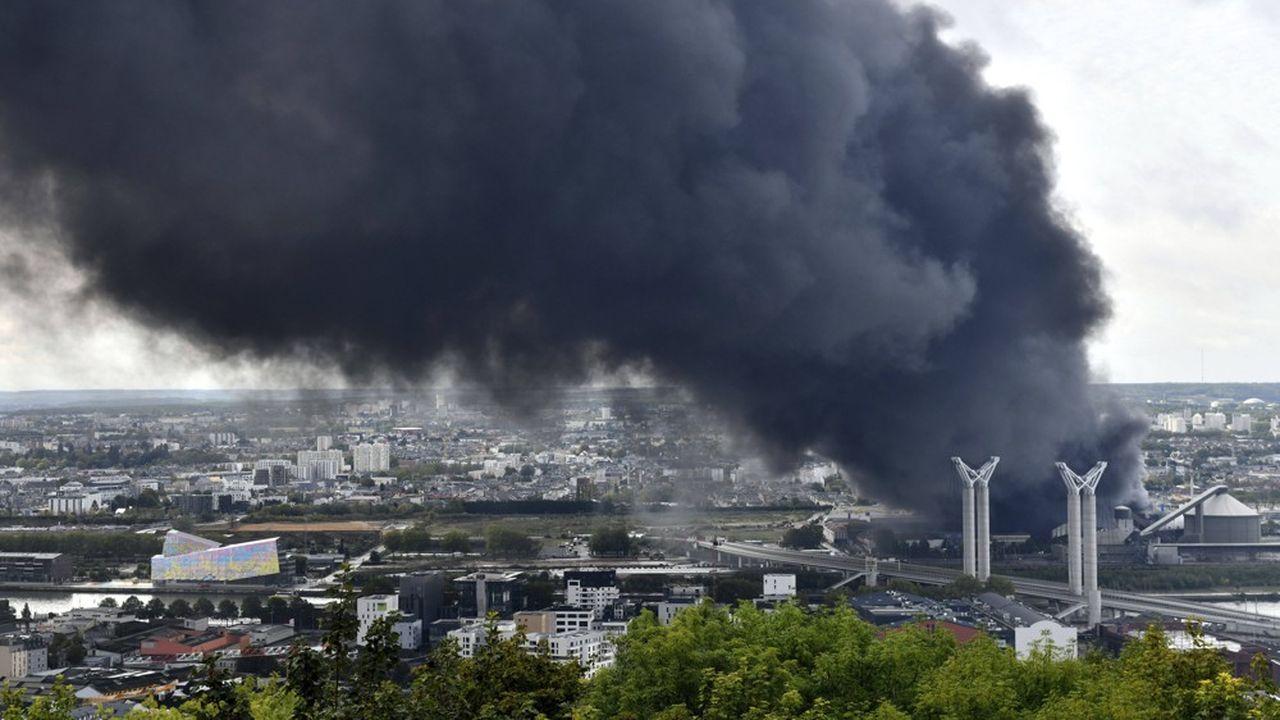 Rouen : l'incendie de l'usine est éteint, mais ses conséquences inquiètent