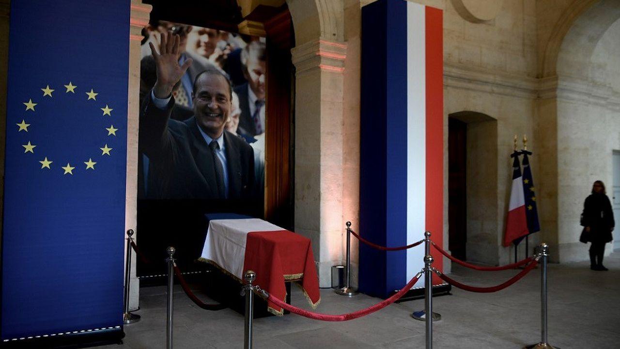 Selon l'Elysée, 7.000 personnes se sont recueillies devant le cercueil de Jacques-Chirac ce week-end.