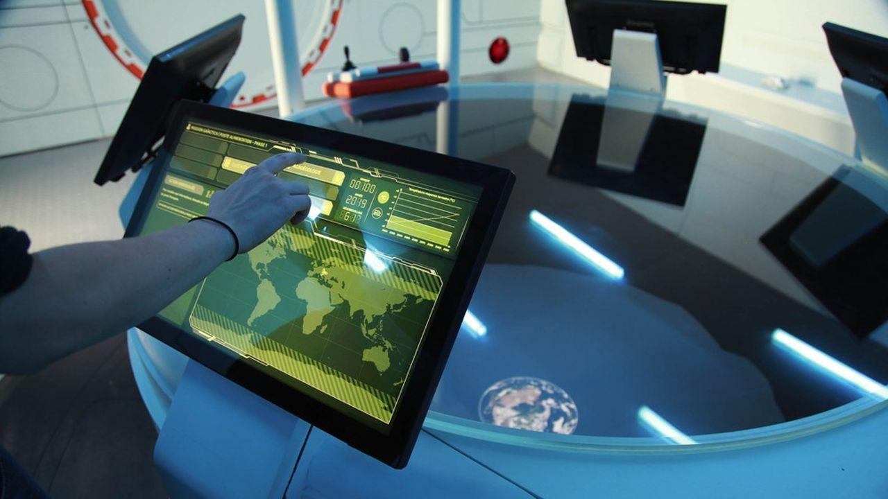 Enfermés pendant une heure dans le poste de pilotage d'un engin spatial, les joueurs vivent un voyage spatio-temporel qui les projette de 2019 à 2100.