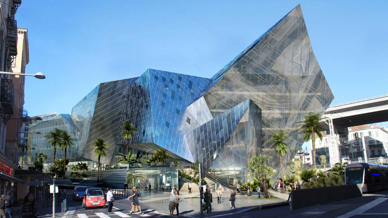 A proximité de la gare, le projet immobilier Iconic conçu par l'architecte Daniel Libeskind pour la Compagnie de Phalsbourg intègre un Hilton Garden Inn de 120 chambres 4 étoiles.