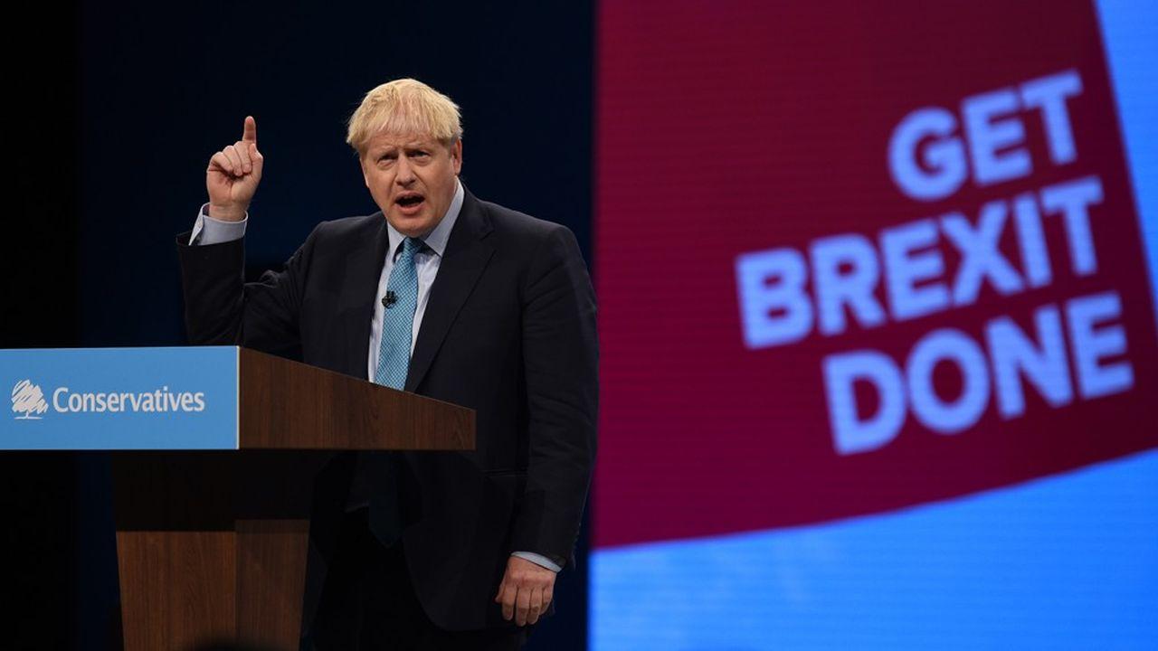 Bris Johnson a muliplié les petites blagues et les effets de manche devant une salle acquise à sa cause, mercredi à Manchester. « Si le Parlement était une émission de télé-réalité, nous aurions tous été éliminés de la jungle. Mais au moins aurait-on pu regarder le speaker (le président de la Chambre des communes John Bercow, NDLR) contraint de manger un testicule de kangourou », a-t-il lancé, provoquant évidemment l'hilarité générale.