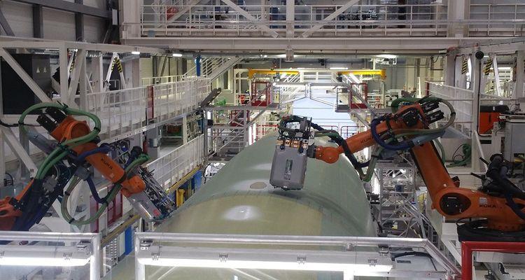 Le hall 245 de Hambourg possède trois lignes d'assemblage de fuselage d'A321 entièrement automatisées.