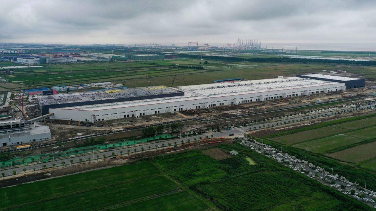 Tesla s'est fixé pour objectif de produire 1.000 à 2.000 véhicules électriques Model 3 par semaine dans cette nouvelle usine d'ici la fin de l'année.