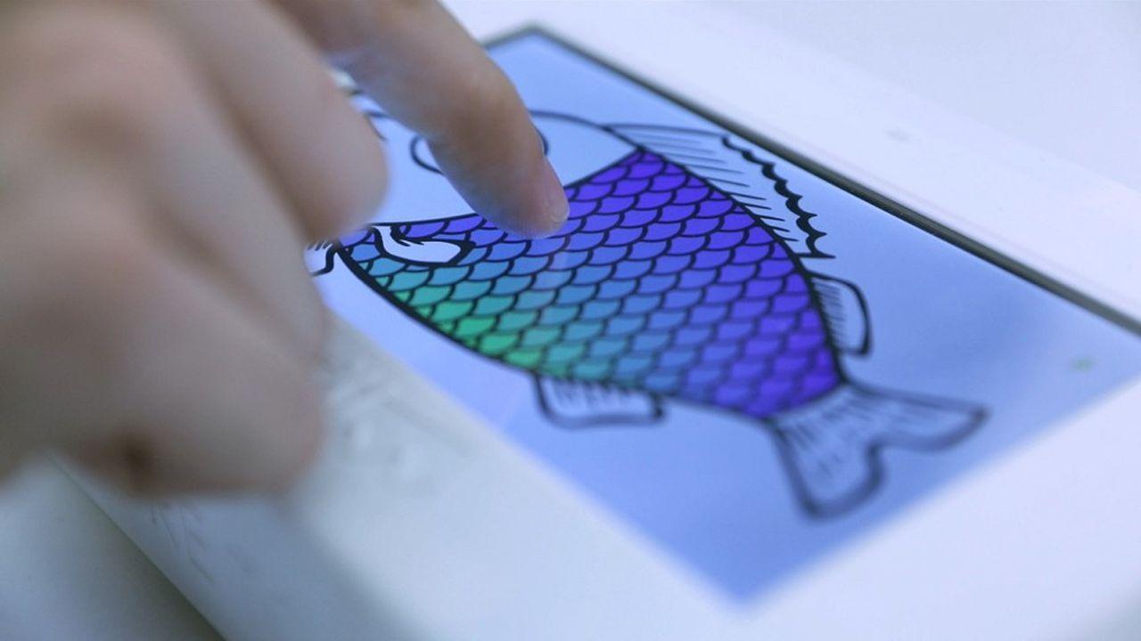 Grâce à une fonction multitouch, l'utilisateur peut ressentir les différences de texture, de relief ou d'intensité, comme les écailles d'un poisson.
