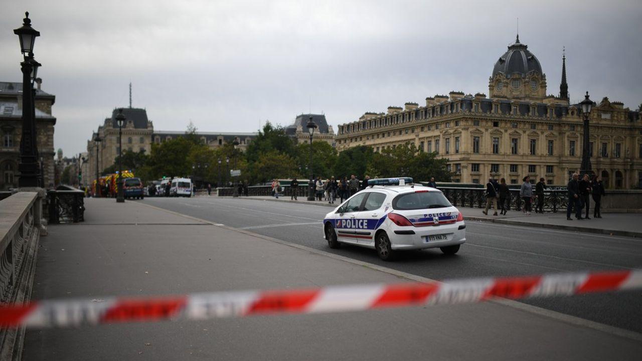 L'attaque s'est produite jeudi dans ce lieu emblématique de la capitale, qui regroupe les grandes directions de la police parisienne à l'exception de la police judiciaire.