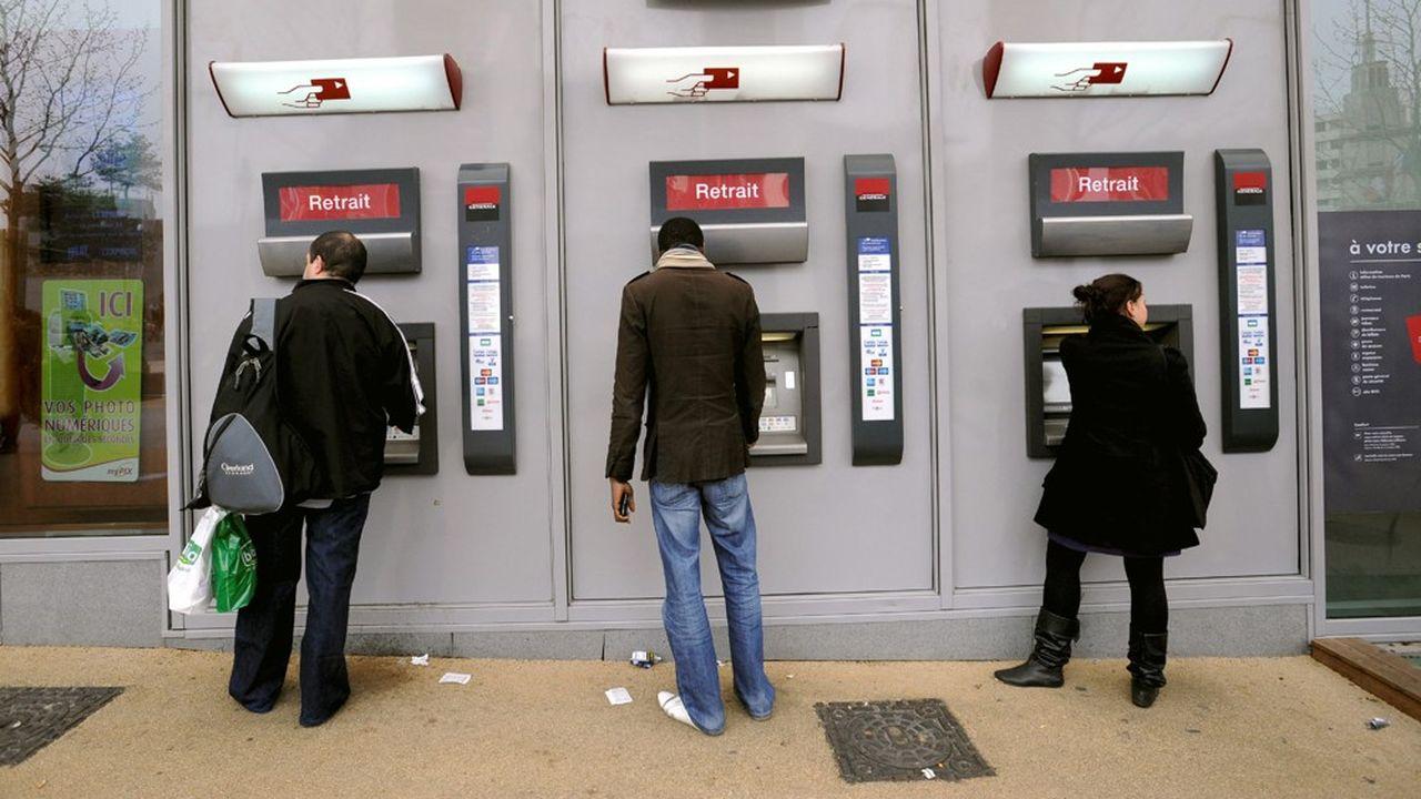 Les banques ont globalement diminué les prix des services réalisés via Internet, et augmenté ceux en agence.