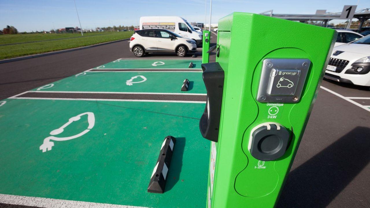 La France compte aujourd'hui 240.000 bornes de recharge pour véhicules électriques, dont 28.000 ouvertes au public.