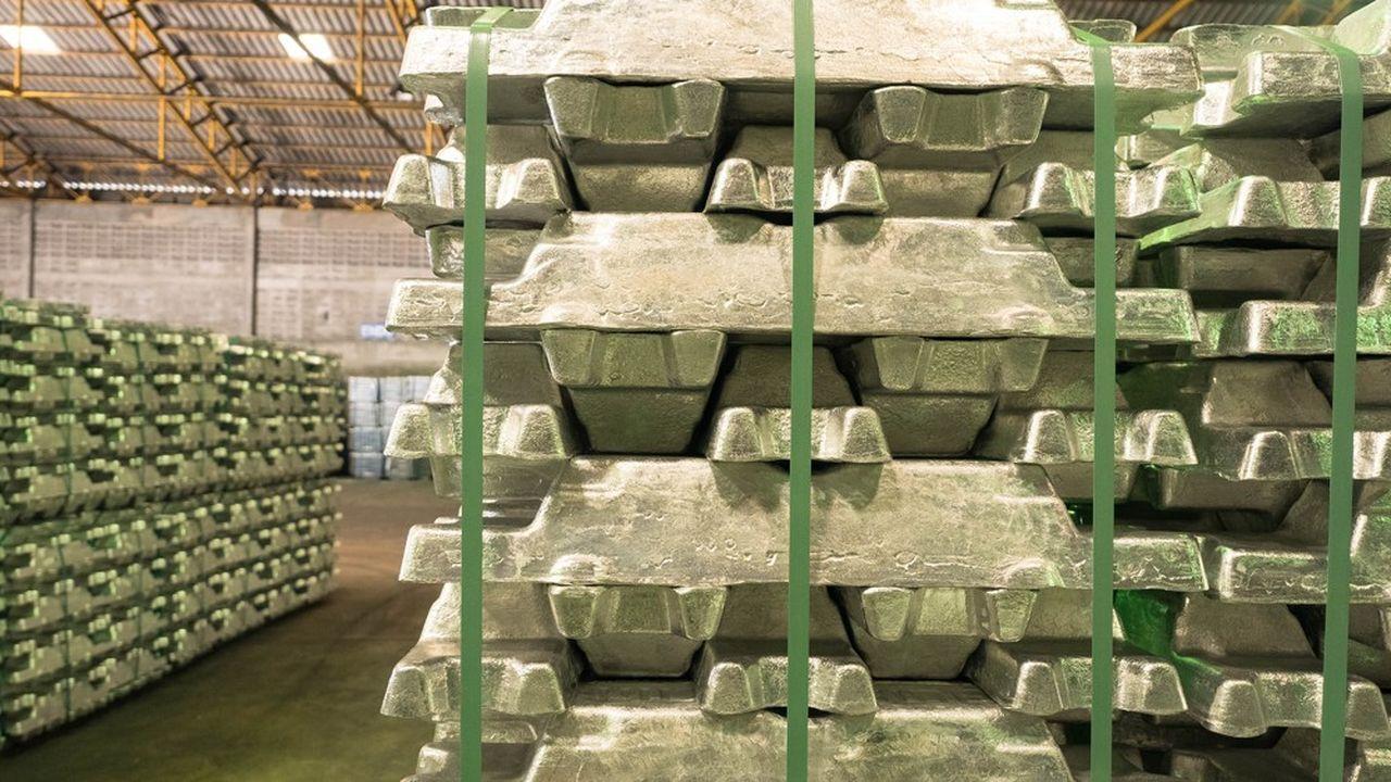 Dans des entrepôts de stockage de métaux