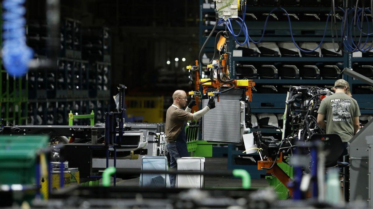 «Nos politiques et nos mesures donnent des résultats concrets, notre économie ayant déjà créé plus de 512.000 emplois dans le secteur manufacturier depuis mon élection», s'est félicité vendredi le président américain.