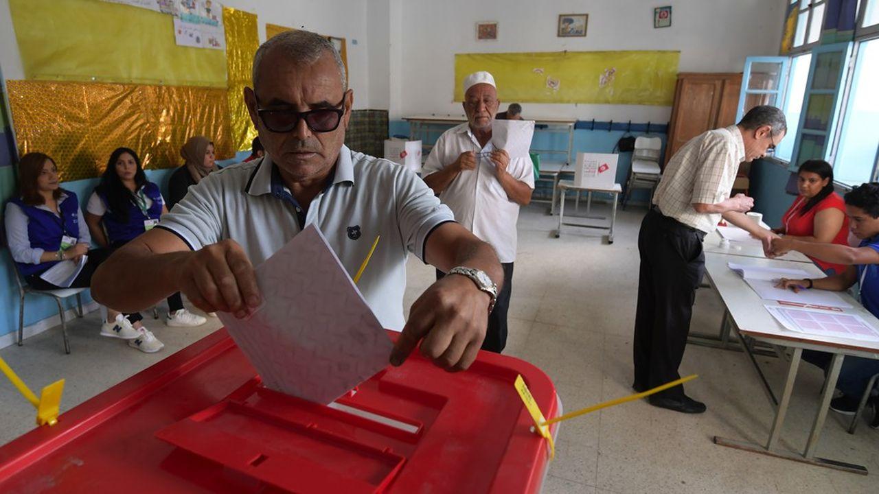 Sept millions d'électeurs doivent théoriquement se rendre aux urnes. Mais le taux d'abstention risque d'atteindre 60%, la population étant largement désabusée.