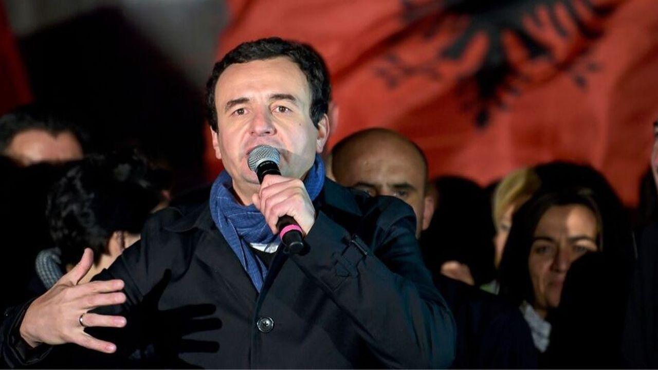 «L'heure est venue! L'heure est venue!», a lancé le leader de la gauche (Vetevendosje), Albin Kurti, se présentant dans les habits de Premier ministre du Kosovo