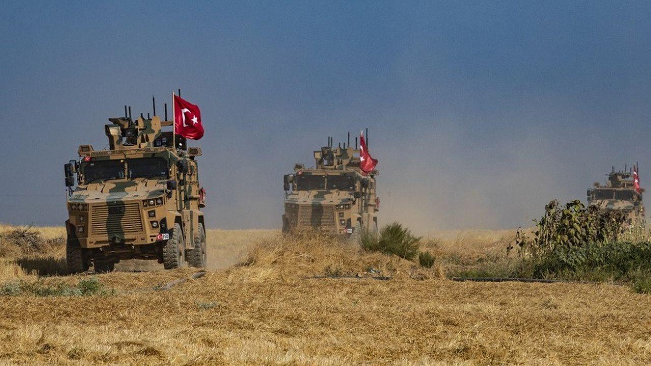 Des véhicules militaires turcs au cours d'une patrouille près d'un village syrien, le 4octobre 2019.