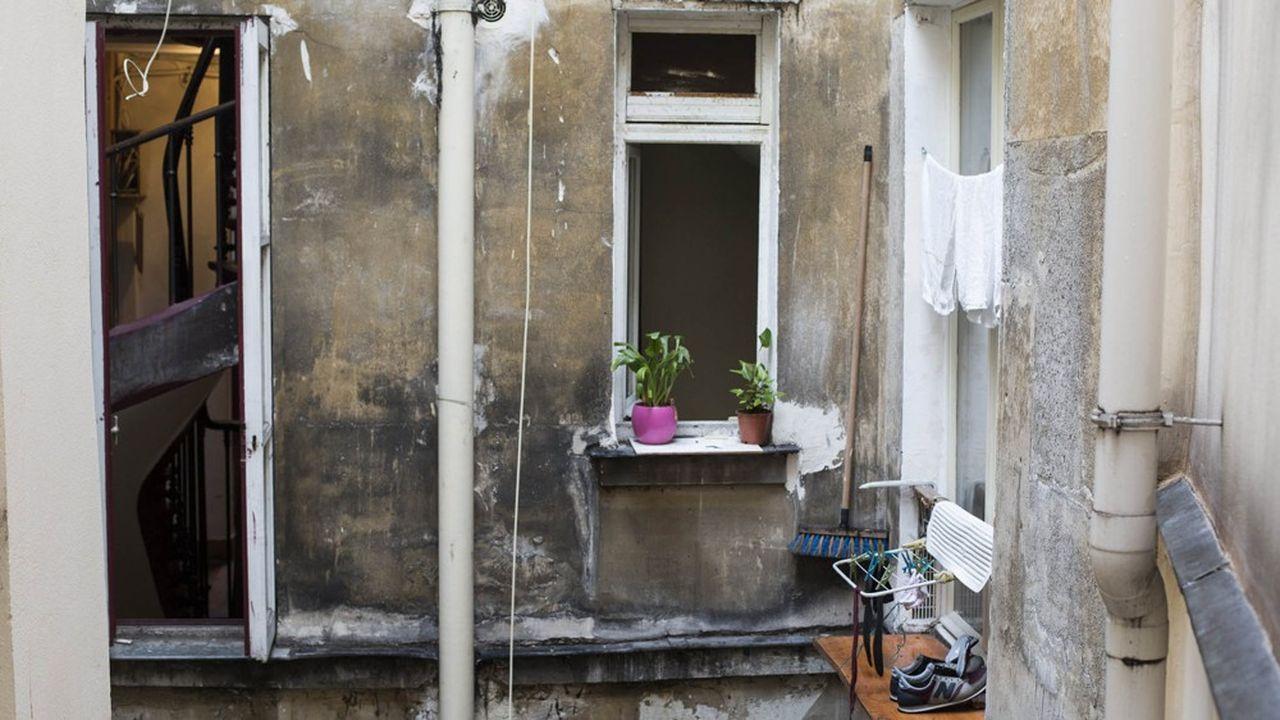 Parmi les 4millions de personnes mal logées en France, 1,2million vit en région parisienne. L'habitat indigne fait partie des nombreux problèmes recensés.