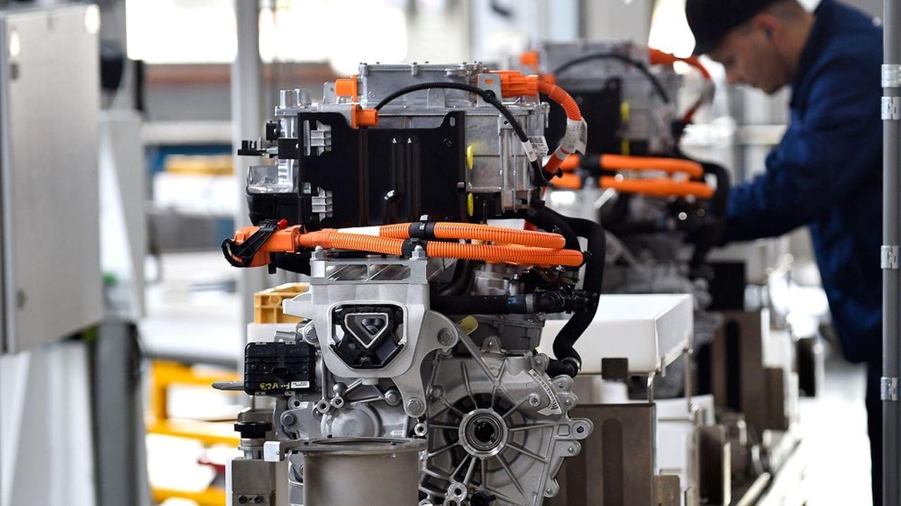 L'Institut Montaigne préconise un «choc fiscal» à plus de 15milliards d'euros pour relancer la production industrielle en France.