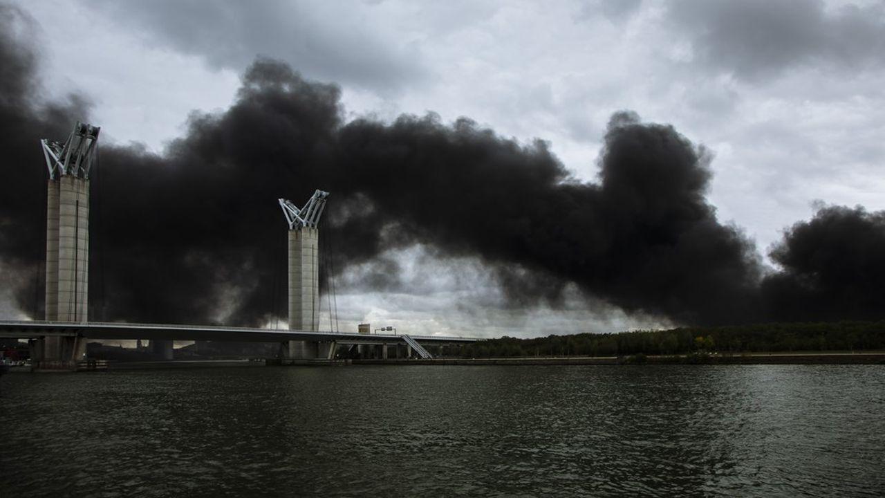 Jeudi 26 septembre, peu avant 5 heures du matin, les Rouennais sont tirés de leur sommeil par des explosions d'une violence inouïe.