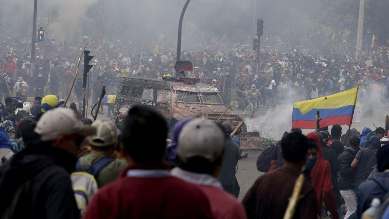 Affrontements entremanifestants et forces de l'ordre mardi à Quito.