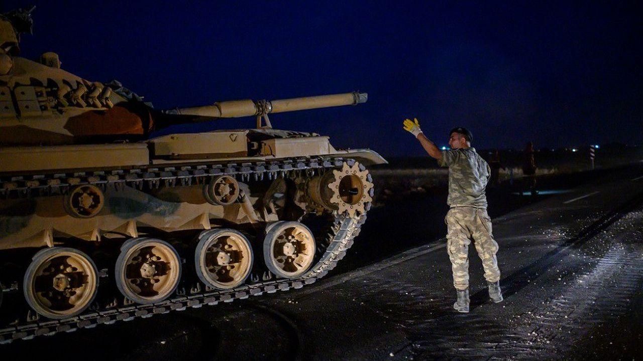 Depuis lundi soir, la Turquie a envoyé plusieurs unités blindées à sa frontière avec la Syrie.