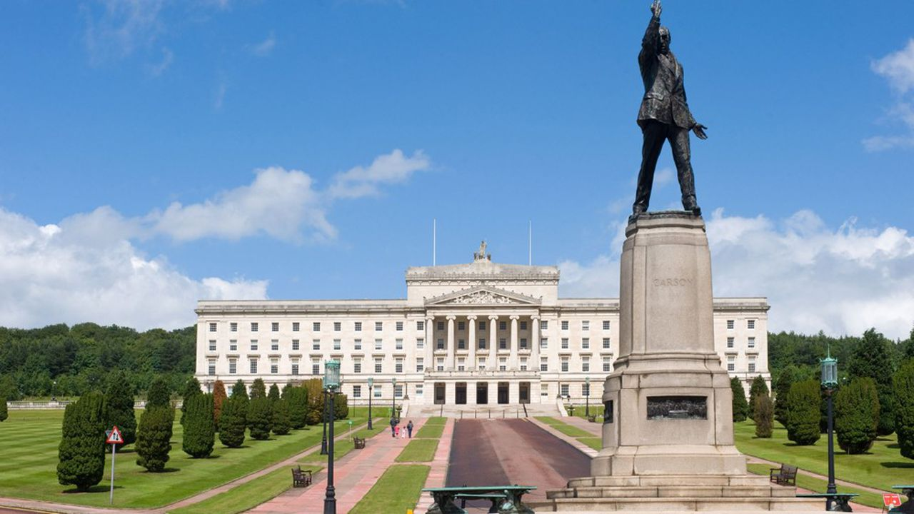 Selon le «Times», l'UE aurait fait un pas pour sortir de l'impasse sur le Brexit, en proposant un nouveau schéma pour régler l'épineux problème de la frontière irlandaise (photo: palais de Stormont, siège de l'assemblée nord irlandaise).