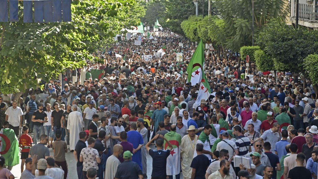 Tous les vendredis depuis plus de trente semaines, les Algériens se sont mobilisés dans la rue contre le régime.