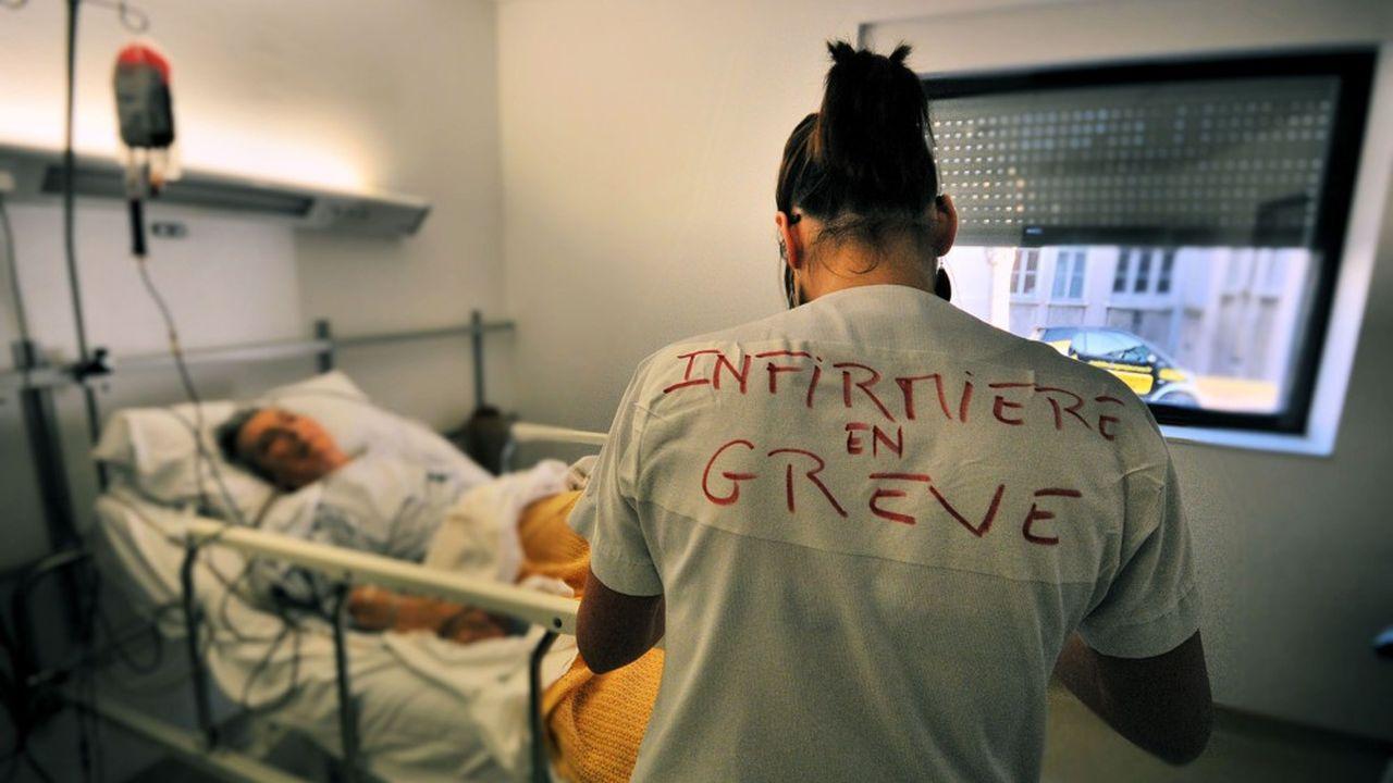 Les personnels soignants hospitaliers réclament une revalorisation des rémunérations de 300euros net par mois.