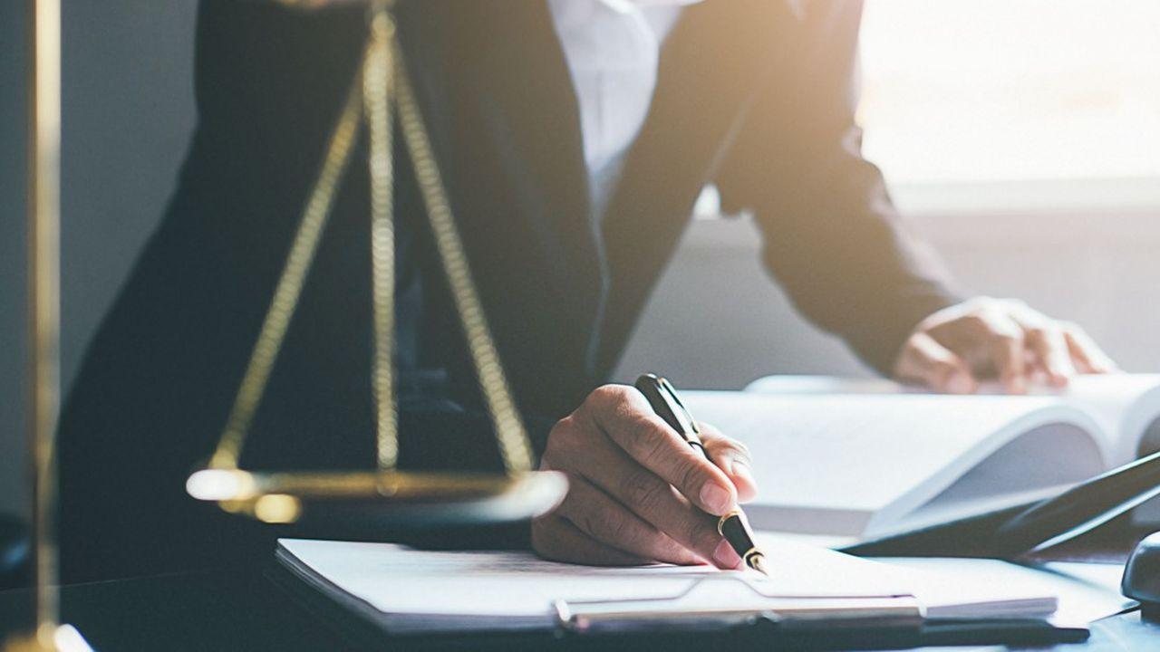 Pour la première fois cette année, la «Radiographie des cabinets d'avocats en France» que publie Juristes Associés note que «dans certains cabinets le coup de frein des activités sociales est très net»