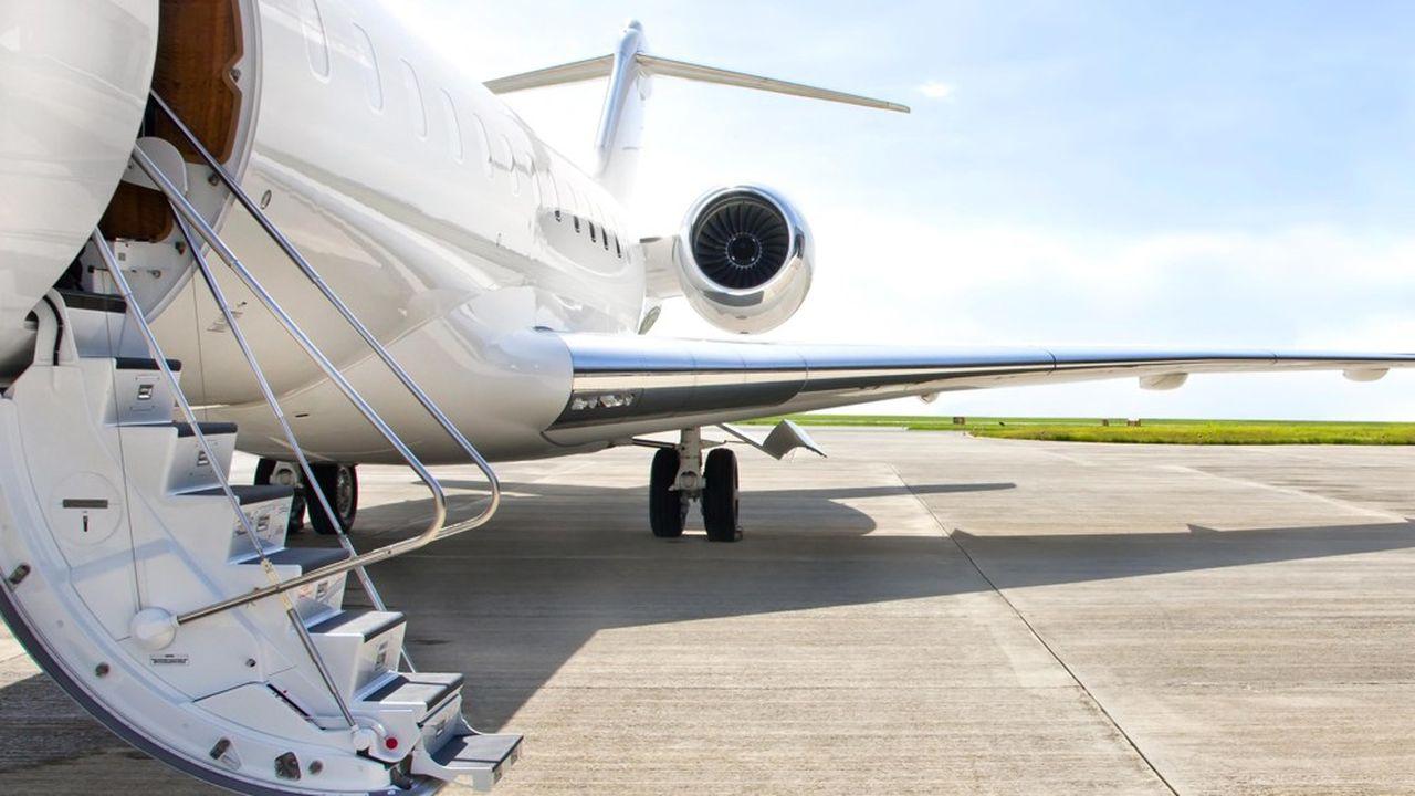 Aston propose aux propriétaires -entreprises ou personnes physiques- de louer leurs avions quand ils ne les utilisent pas, en leur reversant de l'ordre de 85% du chiffre d'affaires.