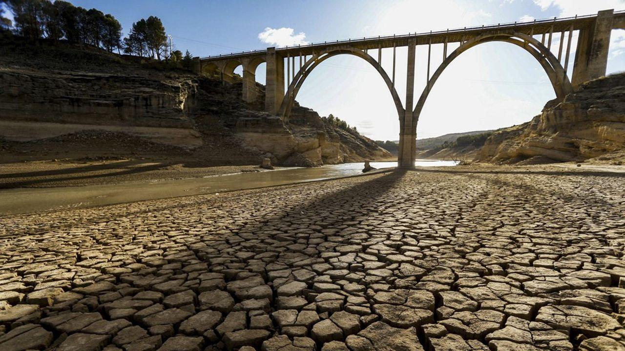 Comme ici en Espagne, «les sécheresses extrêmes deviendront plus fréquentes dans tout le bassin méditerranéen, entraînant des impacts importants sur de nombreux systèmes», alertent les chercheurs du MedEcc, un réseau de scientifiques de la région Euro-Méditerranéenne.