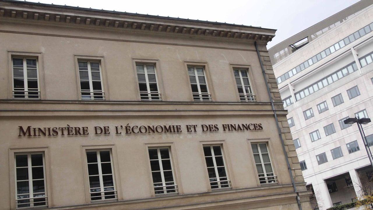 Un litige oppose le gouvernement aux députés des Français de l'étranger au sujet de l'alignement de l'imposition des non-résidents sur celle des résidents.