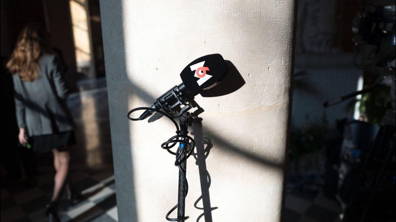 Micro de la chaîne de télévision M6.