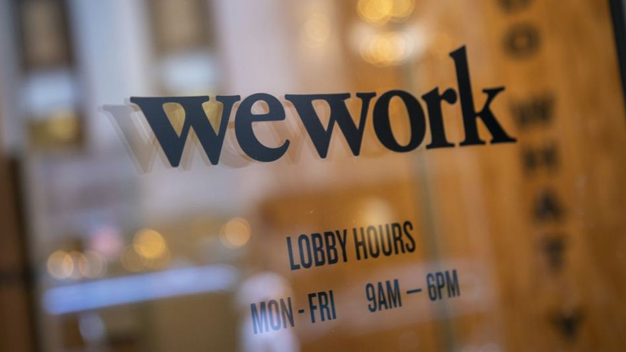 Le remplacement des cabines et la probable dépollution d'une partie de certains sites arrivent au pire moment pour WeWork, en proie à de sérieuses difficultés de trésorerie, selon différents analystes américains.
