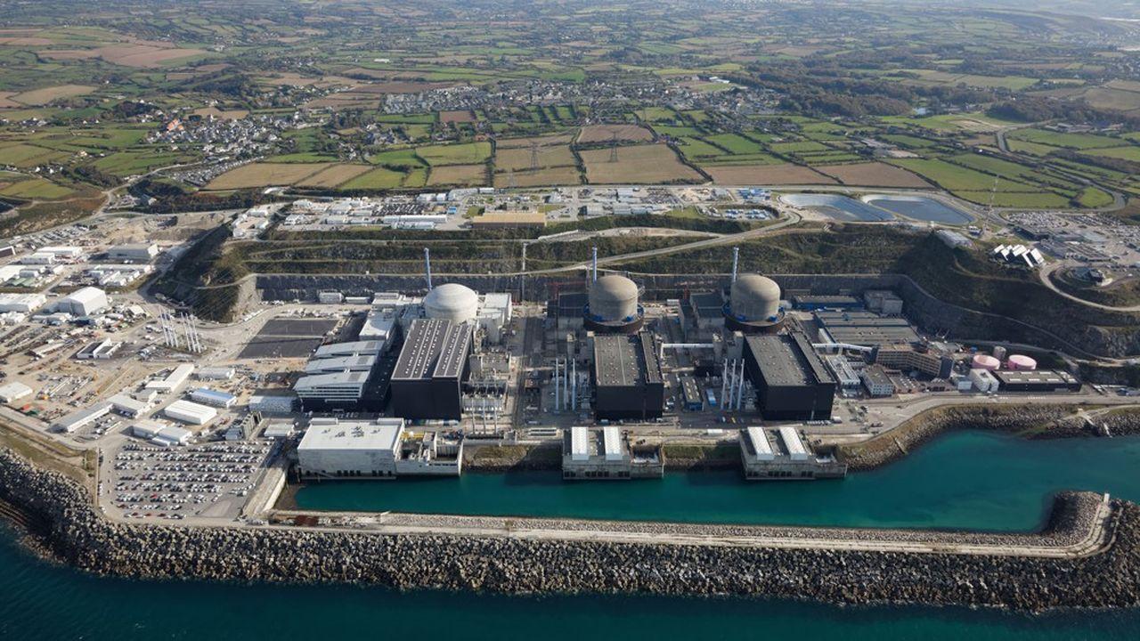 La centrale nucléaire de Flammanville, où un réacteur de type EPR est en cours de construction depuis 2007. Il s'agit du troisième réacteur du site