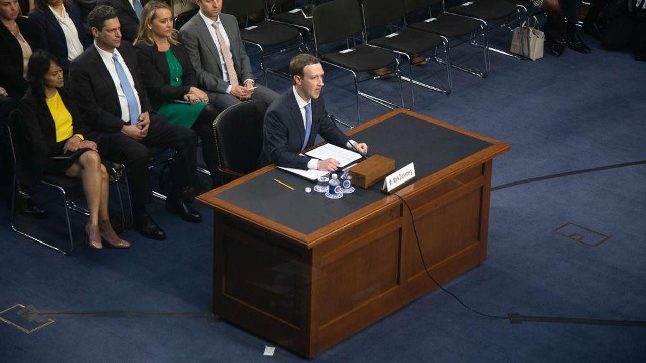Mark Zuckerberg, le patron de Facebook, témoigne devant le Sénat américain, dans le cadre de l'affaire Cambridge Analytica, le 10avril 2018.