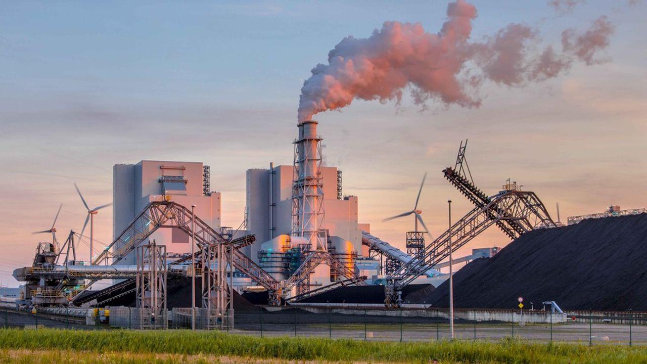 Il est d'autant plus compliqué pour les banques d'investissement d'arrêter les énergies fossiles que leurs autres activités sont aussi sous pression.