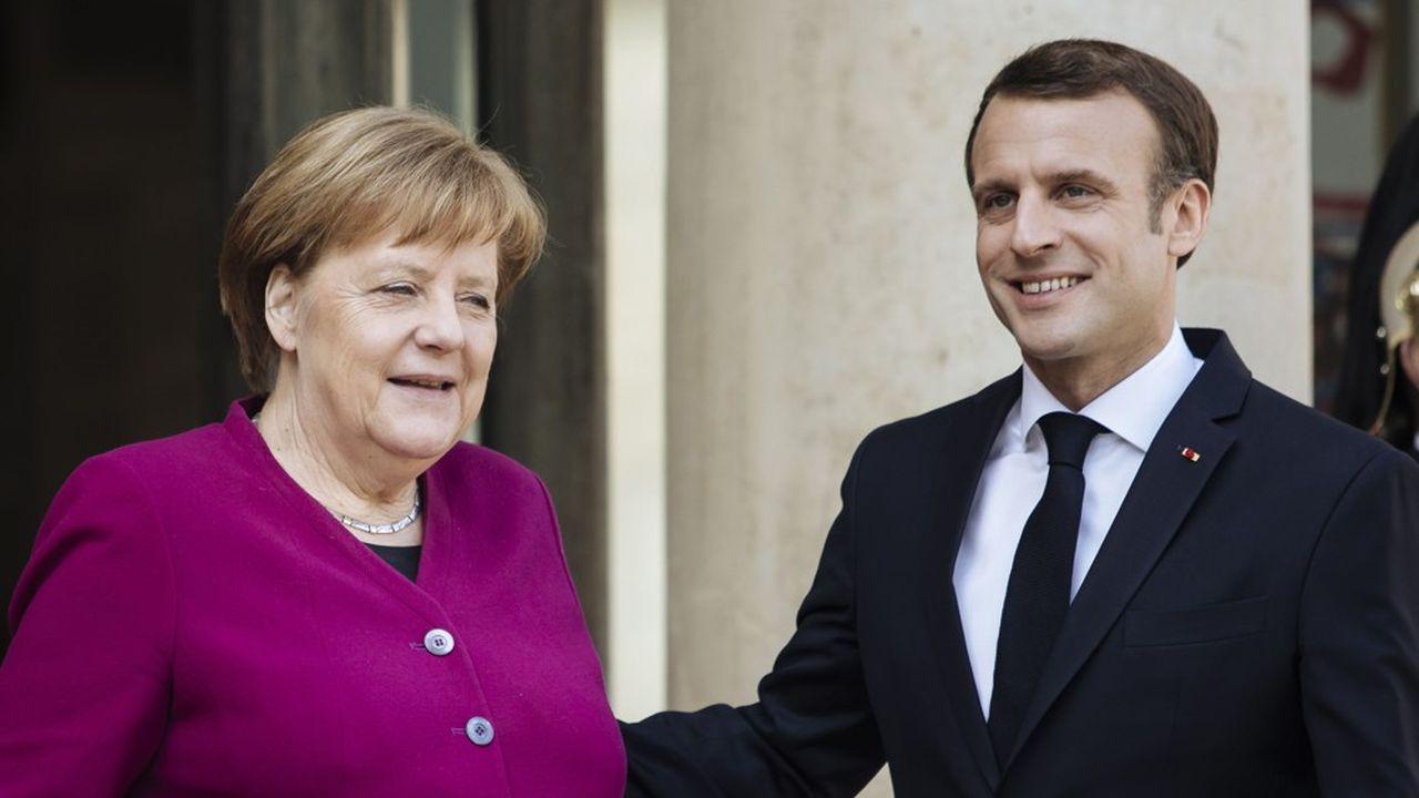 La chancelière allemande Angela Merkel et le président français Emmanuel Macron, devant l'Elysée.
