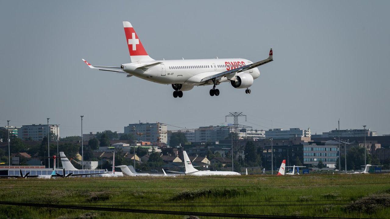 Un A220 de Swiss qui effectuait un vol entre Londres et Genève a dû être dérouté tôt mardi matin en raison d'un incident sur un moteur.