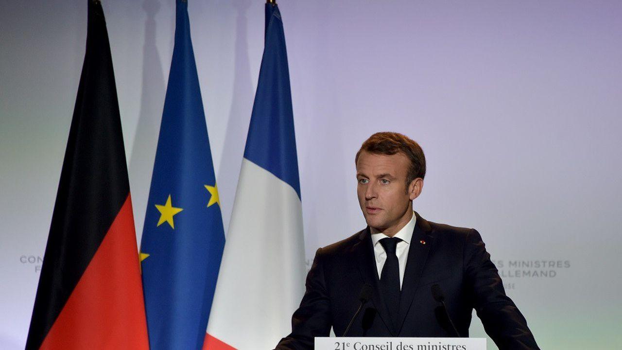 Alors que l'Elysée avait affirmé qu'Emmanuel Macron n'évoquerait pas la polémique sur la laïcité, le chef de l'Etat a évoqué le sujet mercredi soir, non sans agacement.