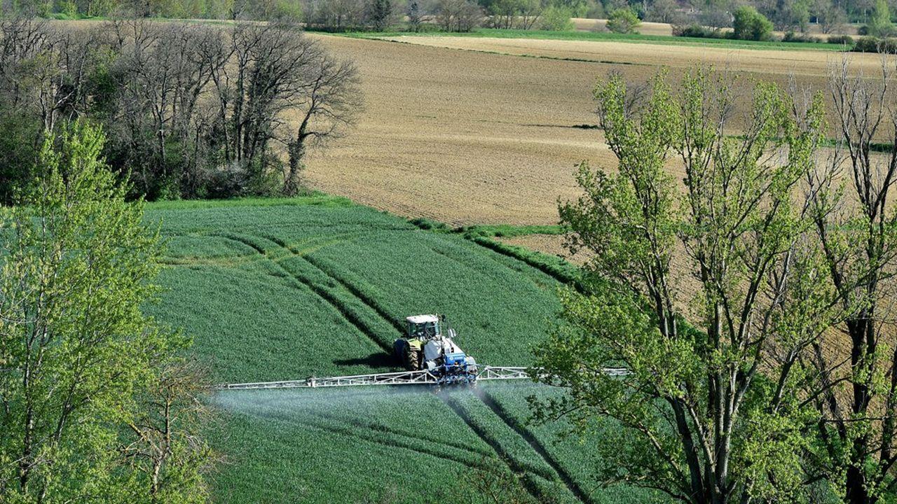 Les rampes d'épandage utilisées en plein champs par les agriculteurs servent aussi à autre chose que diffuser des produits phytosanitaires.