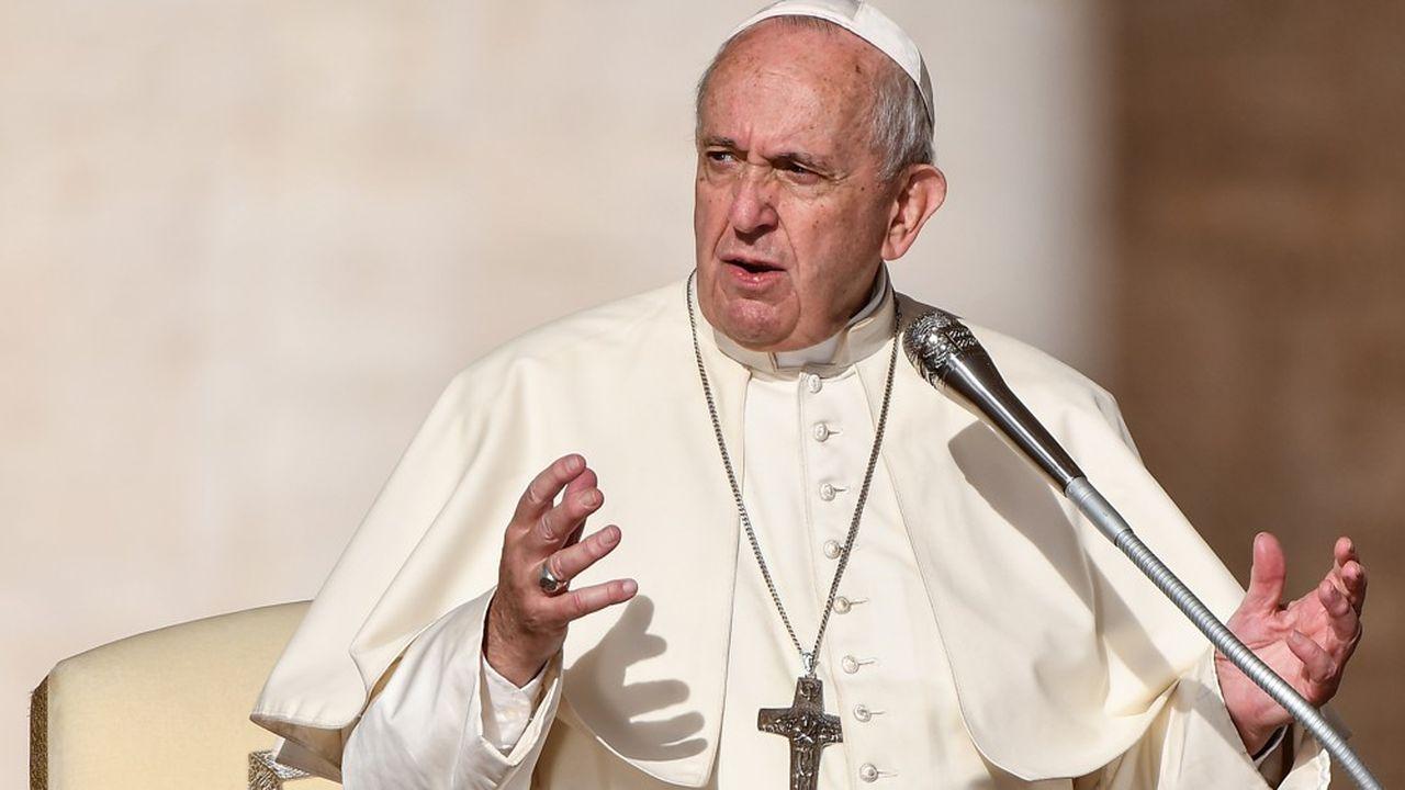 Le Pape François a déclaré en septembre dernier que l'Eglise avait trop longtemps insisté sur les questions de morale et de sexualité, en négligeant de dénoncer les violations de la dignité humaine et de l'environnement.