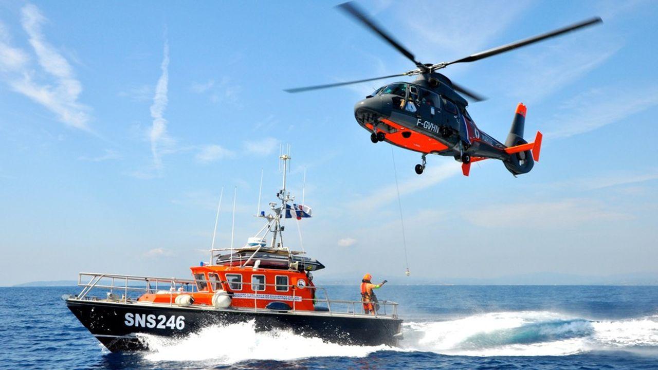 Les équipages de bénévoles de la SNSM s'entraînent régulièrement à réaliser des manoeuvres très délicates en coordination avec les moyens de l'Etat.
