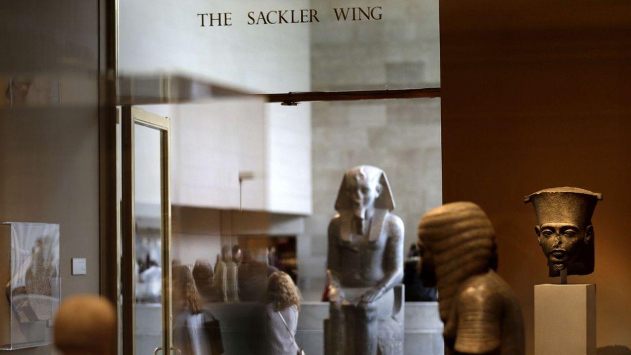 «Des gens portent le nom de Sackler et n'ont rien à voir avec les activités pharmaceutiques. Si c'est quelqu'un lié à la direction de Purdue, nous n'acceptons pas», a expliqué le patron du Met, Daniel Weiss.