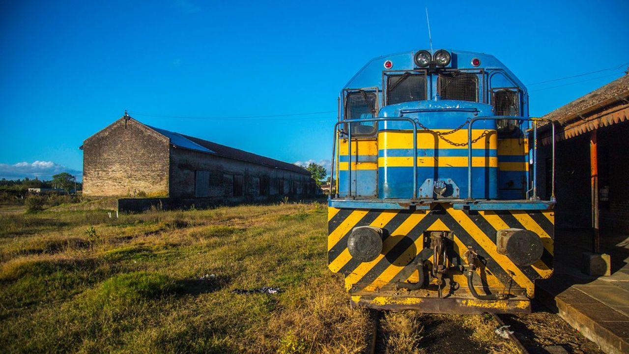 NGE s'apprête à boucler le financement d'un contrat, en partenariat public-privé (PPP) pour la réalisation de 273 kilomètres de voies ferrées en Uruguay. A la clef : 900millions de dollars de travaux et 200millions pour assurer la maintenance de la ligne durant quinze ans.